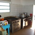 hogar-san-jose-entrega-de-muebles-de-cocina-y-alimentos-frescos-008